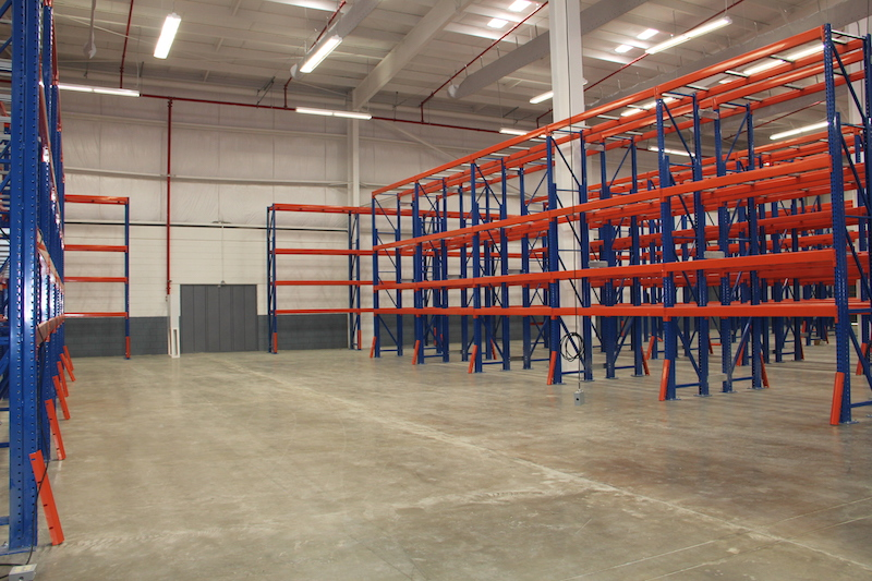 steel building cold storage warehouse with racks