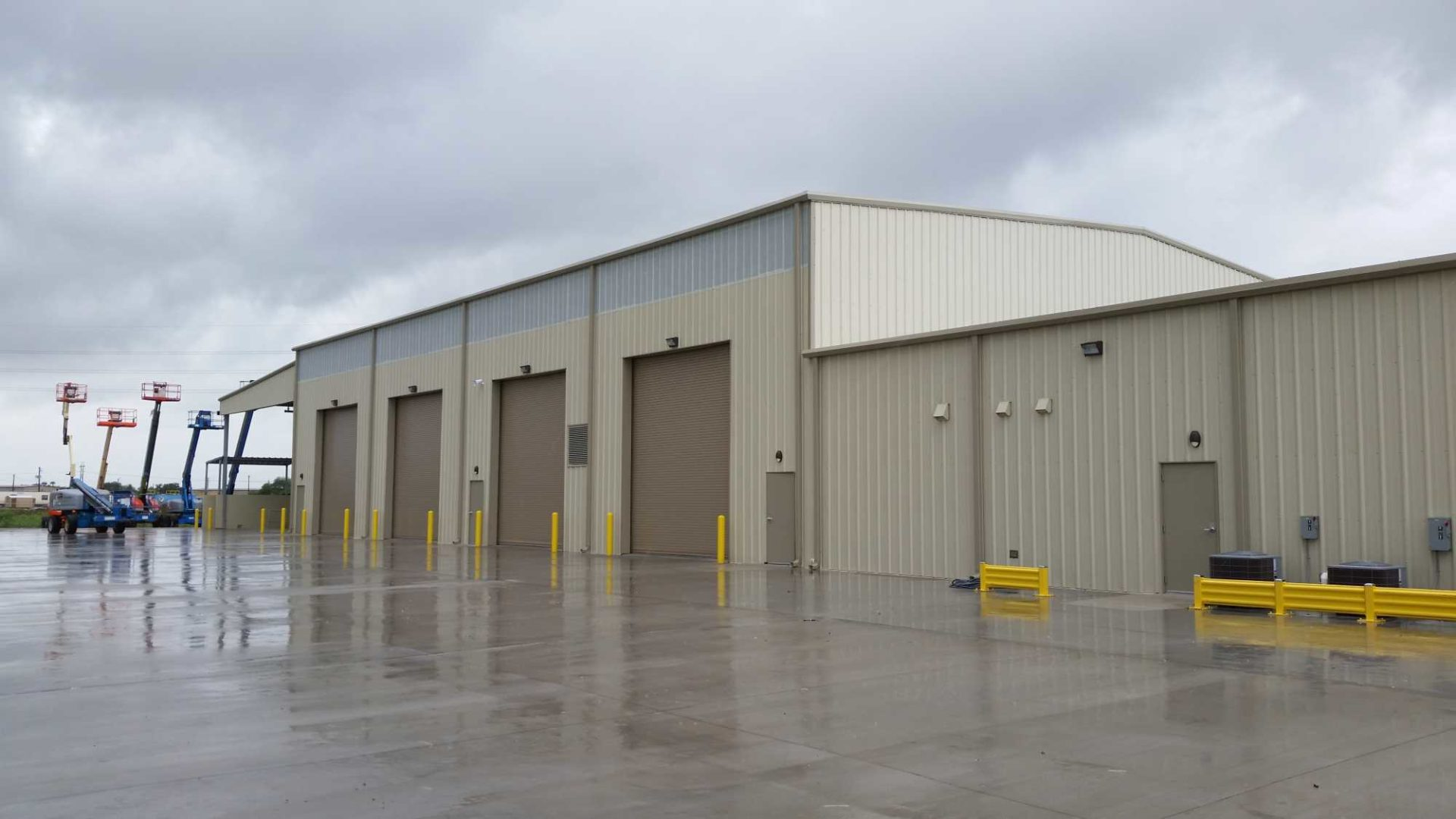 Beige 85x210 Industrial Steel Warehouse located in Corpus Christie, Texas