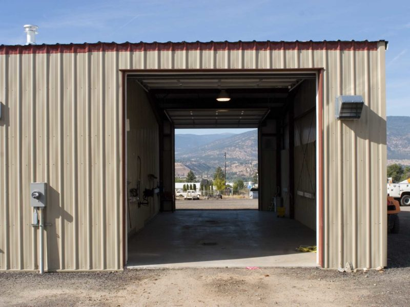 Tan 50x90 Workshop steel building located in Penticton, British Colombia, Canada