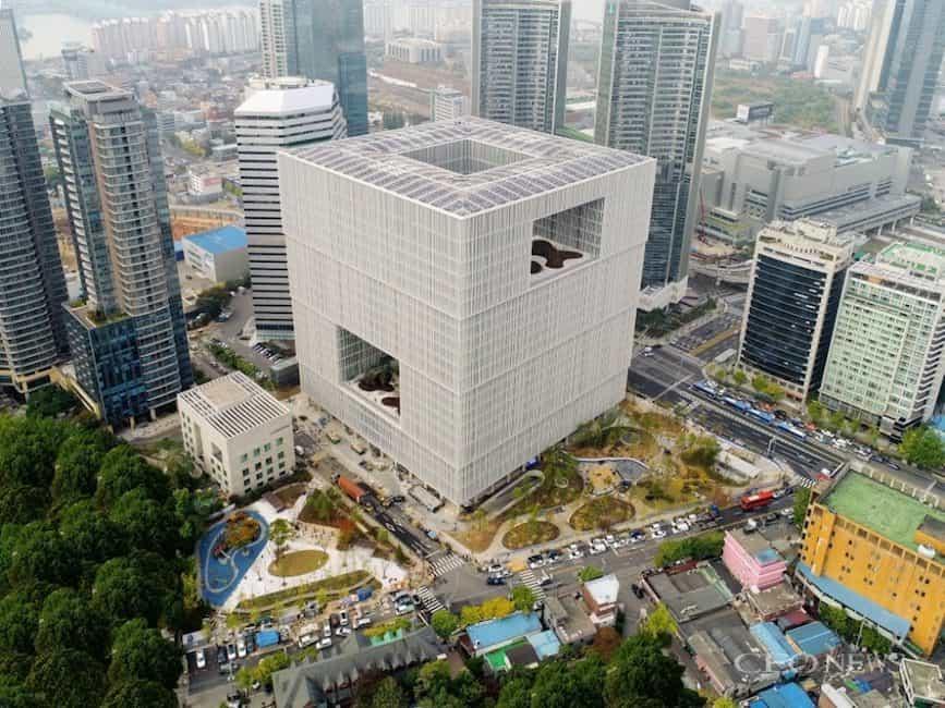 smart facade - Amorepacific Headquarters-min